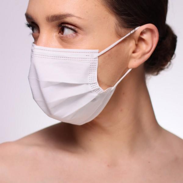 La siguiente fotografía muestra a una modelo portando una mascarilla blanca quirúrgica de tipo IIR