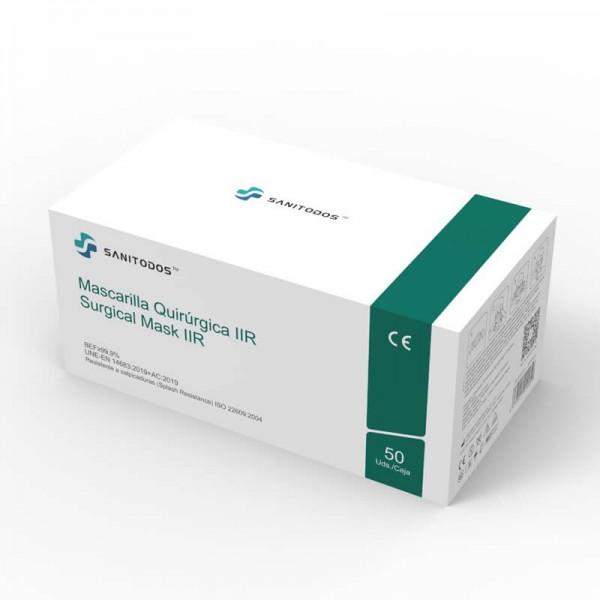 La siguiente fotografía muestra a una modelo que lleva puesta una mascarilla quirurgica IIR color fucsia