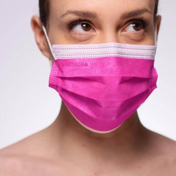 La siguiente nos muestra a una persona portando una mascarilla homologada quirúrgica de color gris
