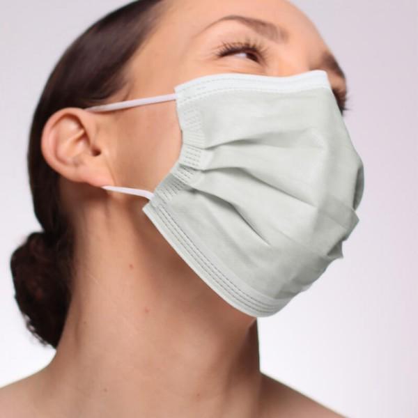 La siguiente fotografía muestra a una persona que lleva puesta una mascarilla quirúrgica IIR en color gris