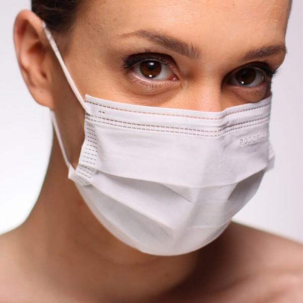 La siguiente fotografía muestra a una mujer portando una mascarilla FFP3 de máxima seguridad
